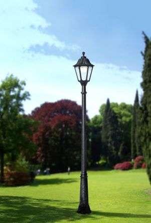 Ricu Noemi Tall Post LED
